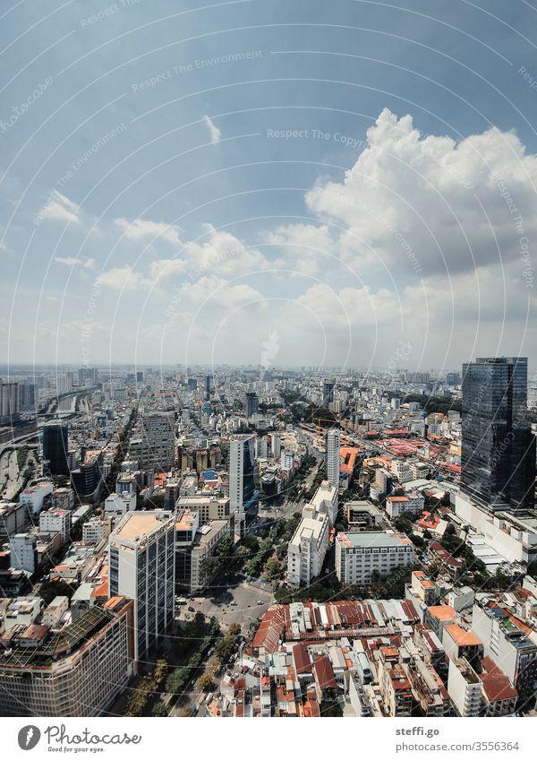 Ausblick über Saigon / Ho Chi Minh City in Vietnam bei schönem Wetter Ho-Chi-Minh-Stadt Ho chi minh Stadt Asien Großstadt Skyline Hochhaus Hochhausfassade