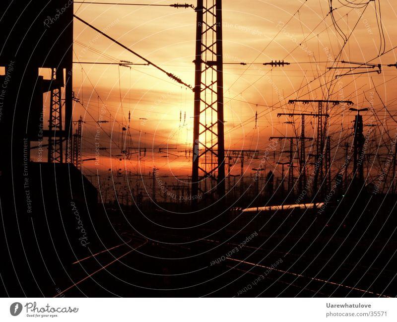 Energiezeitalter 2 Sonne Verkehr Eisenbahn Energiewirtschaft Elektrizität Gleise Bahnhof Abenddämmerung