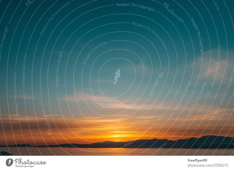 Sonnenuntergangshimmel voller Wolken Himmel Morgendämmerung schön reisen Wasser Abenddämmerung Landschaft Natur Ansicht Strand Sonnenaufgang tropisch Urlaub
