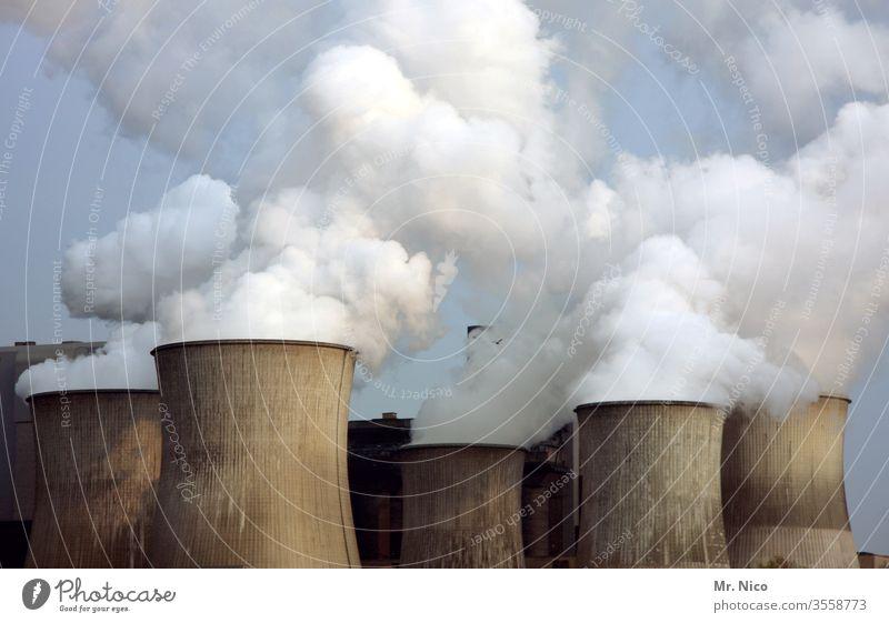 Kraftwerk Energiewirtschaft Kohlekraftwerk Industrie Fabrik Klima Klimawandel Umweltverschmutzung Rauch Wasserdampf Kühlturm Schornstein Umweltschutz