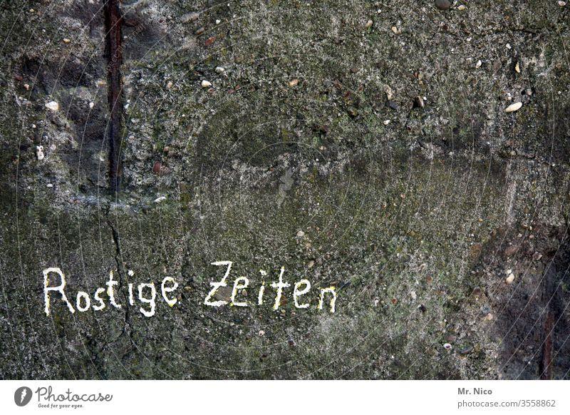 Rosige Zeiten Rost Wand Mauer trist Oberfläche Zahn der Zeit Wandel & Veränderung Vergänglichkeit Verfall dreckig Schriftzeichen verfallen Detailaufnahme
