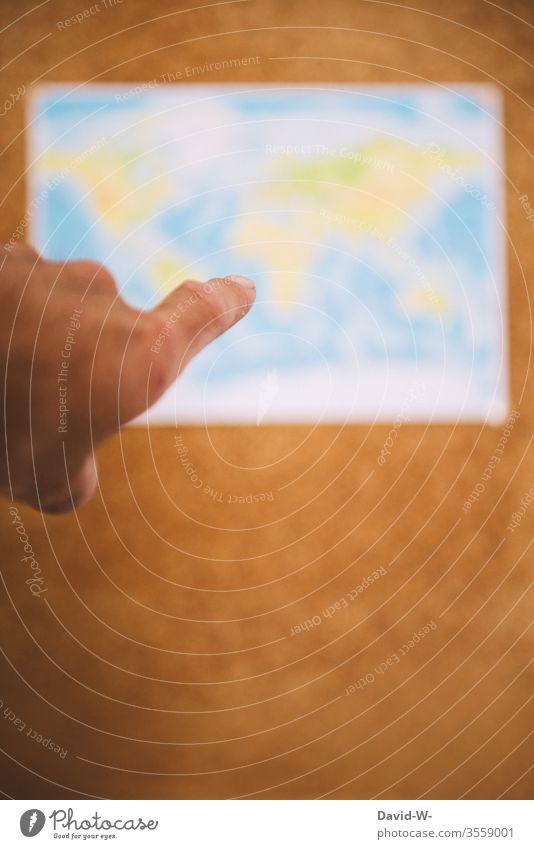 wohin soll die Reise gehen reisen zeigen Zeigefinger Landkarte Urlaub Urlaubsreif Finger Hand Ausflug Erde Geografie Ferien & Urlaub & Reisen Farbfoto Globus