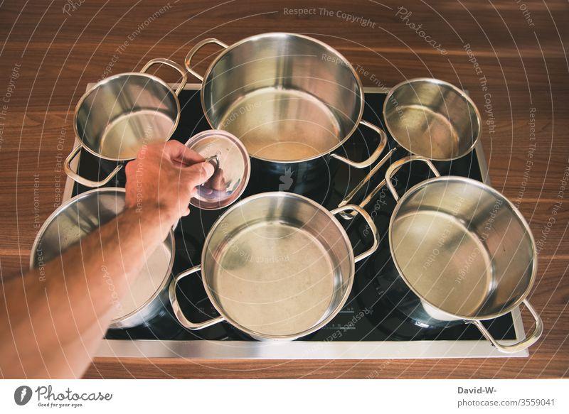 zu jedem Topf gibt es den passenden Deckel Töpfe suchen Partnersuche Küche Leben Partnerbörse unpassend