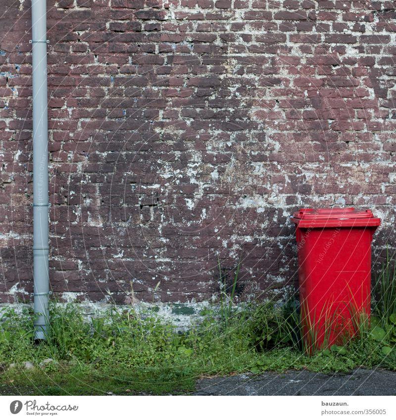 alles für die tonne. Wohnung Gras Sträucher Haus Industrieanlage Fabrik Mauer Wand Fassade Dachrinne Regenrohr Wege & Pfade Müllbehälter Müllabfuhr