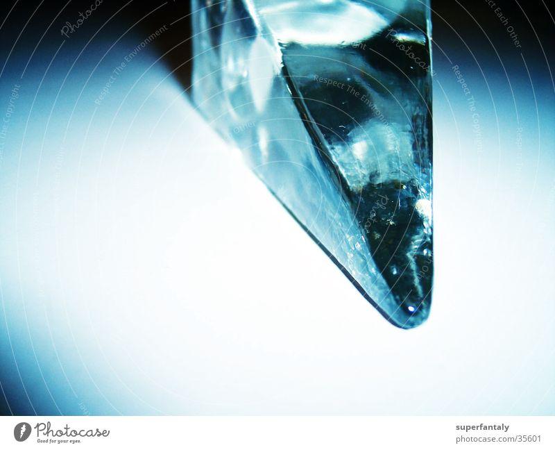 glasspitze Licht türkis zyan Fototechnik Glas Kristallstrukturen Spitze Schatten blau zeigen