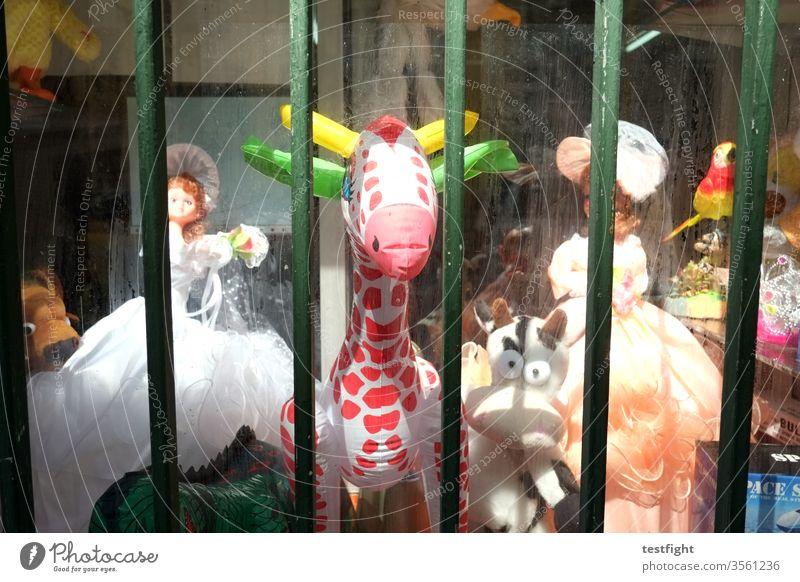 aufblasbares Tier Laden Shop Puppen Stofftiere Tiere Spielzeug Schaufenster alt Dekoration einkaufen Kinderspielzeug second hand Second hand Laden