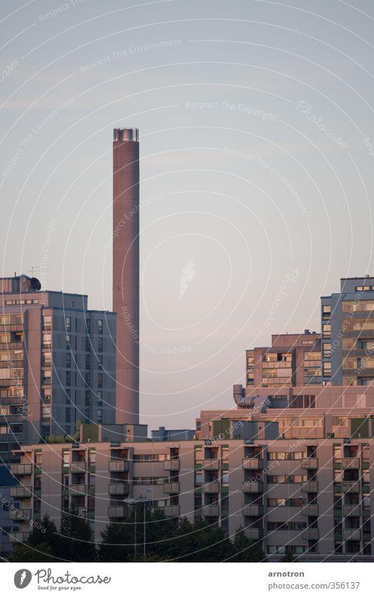 No Smoking blau Stadt rot ruhig Haus Fenster Stein außergewöhnlich Hochhaus Beton ästhetisch Balkon Skyline eckig Schornstein Hauptstadt