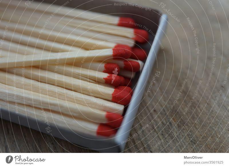 Streichholzschachtel rote Streichhölzer Feuer Holz hölzern brennbar Gefahr erwärmen Makro anzünden Licht Brennholz Übereinstimmungen Feueranzünder Stöckchen