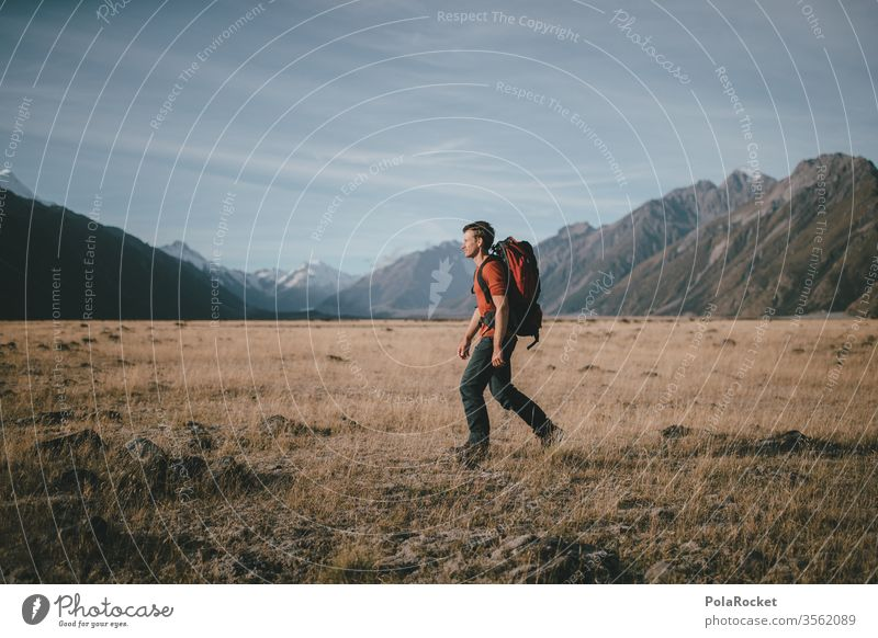 #aS# Walker Gras Stroh Backpacker wandern Ausflugsziel Auszeit Freiheit Junger Mann Mount Cook Wandertag Wanderung Reisende hoch Rucksacktourismus