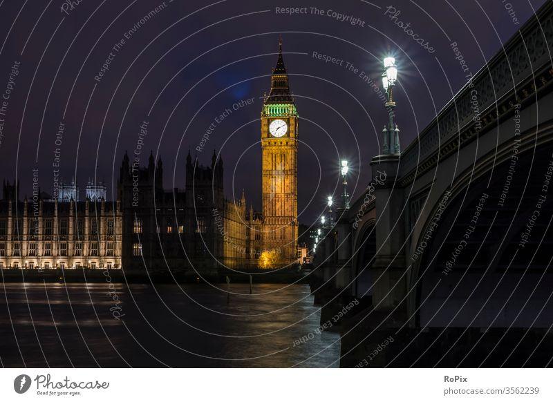Westminster bridge bei Nacht. London England Parlament parliament Kirche Uhr Glockenturm britain Britannien Brücke Fußweg Fußgänger Wahrzeichen Regierung big