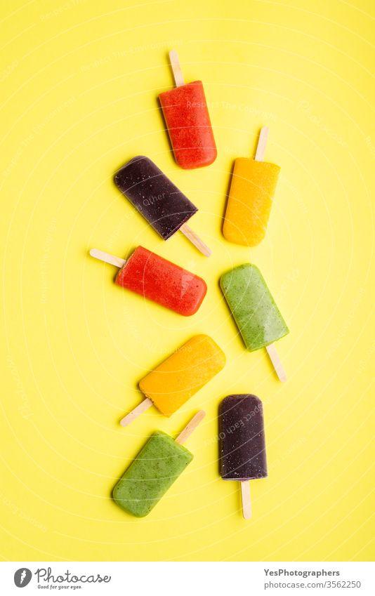 Eiscreme-Eis am Stiel hausgemacht. Satz Fruchteiscremes obere Ansicht farbenfroh lecker Dessert Entzug Diät Vielfalt flache Verlegung Geschmack Lebensmittel