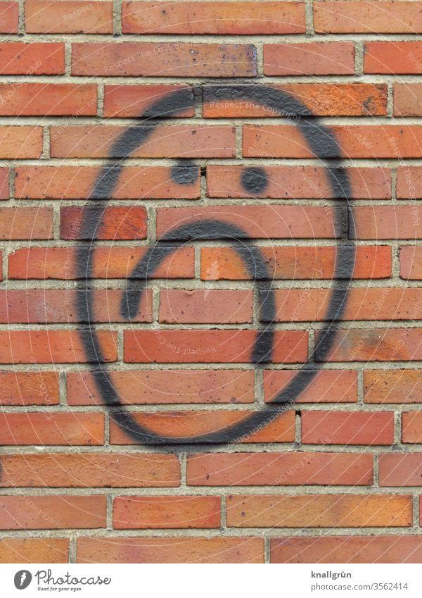 Trauriger Smiley Traurigkeit Graffiti Gefühle traurig gucken Stimmung Gesicht Wand Mauer Backsteine Linien Strukturen & Formen Muster Außenaufnahme Menschenleer
