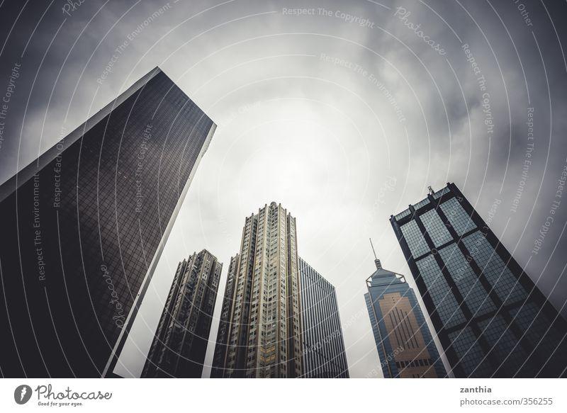 Skyline schlechtes Wetter Stadt Menschenleer Hochhaus Architektur bedrohlich dunkel fest gigantisch groß kalt modern Business Kapitalwirtschaft Handel