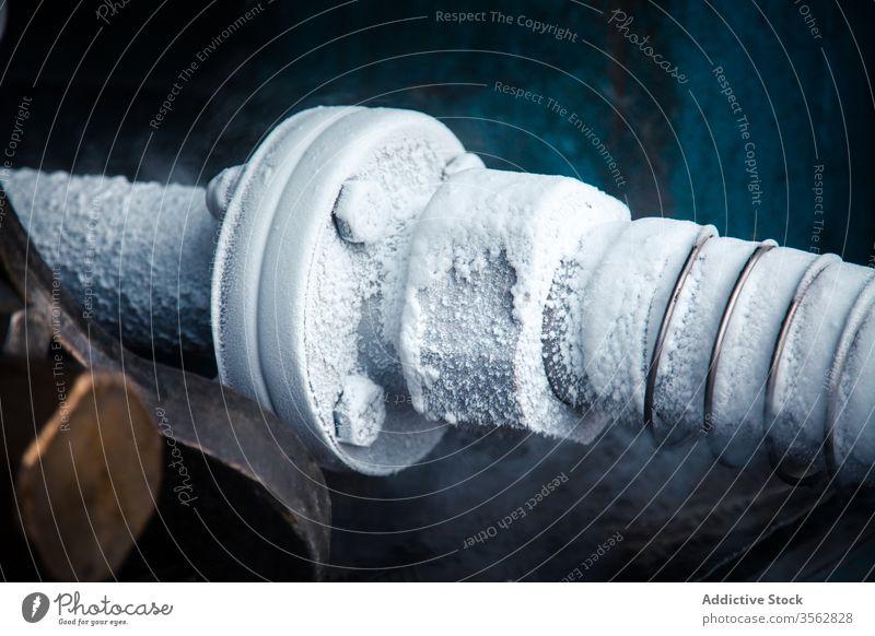 Metallrohr mit Stickstoff im Werk Röhren cool transferieren liquide Dampf Pflanze Verdunstung Fabrik Cloud Rauch Energie Pipeline Industrie Konstruktion