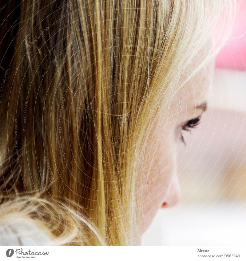 Goldmarie II Erwachsene hübsch Glück schön positiv Freude attraktiv Jugendliche Teenie natürlich langhaarig blond Frau junge Frau Mädchen nachdenklich Wimpern