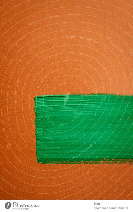 Pinselstriche mit grüner Farbe auf braunem Hintergrund Pinnselstriche Fläche grafisch graphisch abstrakt künstlerisch Textfeld Hingucker Malerei Kunst
