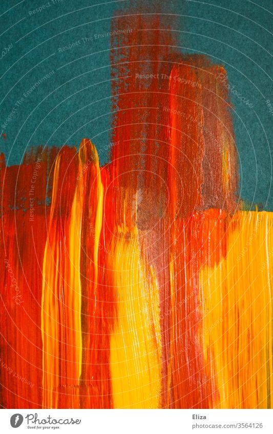 Gelbe und rote Pinselstriche aus Acrylfarbe auf blauem Hintergrund flächig grafisch Striche Feuer abstrakt warm orange gemischt mehrfarbig gelb Struktur textur
