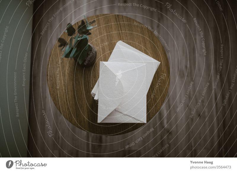 Briefumschlag mock up Papier cotton Post schreiben Farbfoto Tisch Liebesbrief Kommunizieren Holz Postkarte blau Textfreiraum oben Herz Absender Information