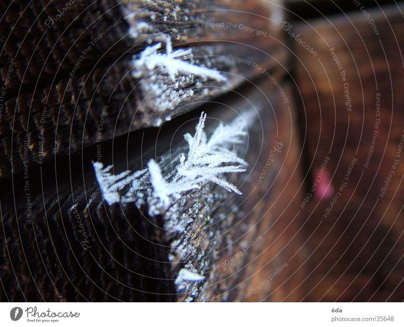 Reif - Schneeblume Winter kalt Schnee Holz Kristallstrukturen Raureif Balken