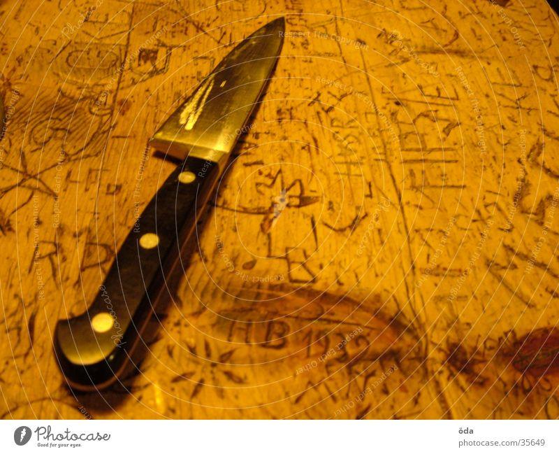 alltägliches werkzeug Tisch Schnitzereien schnitzen Haushalt geschnitten Holz Furche obskur Messer Maserung Haarschnitt eingeritzt