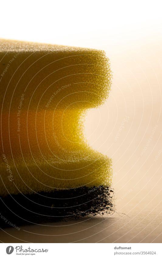 Schwamm Seitenansicht Reinigen Sauberkeit Haushalt Küche Haushaltsführung Geschirrspülen Spülschwamm Reinlichkeit Häusliches Leben Wohnung gelb dreckig