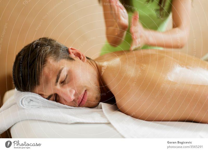 Massage Wellness Gesundheit Mann Pflege Schönheit Behandlung Spa Körper Therapie Reichtum Hand Erholung männlich Erwachsener Haut jung sich[Akk] entspannen