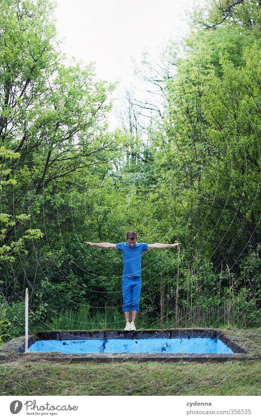 Schwimmer Mensch Natur Jugendliche blau Sommer Wald Erwachsene Junger Mann Leben 18-30 Jahre Freiheit Stil springen Gesundheit träumen Lifestyle