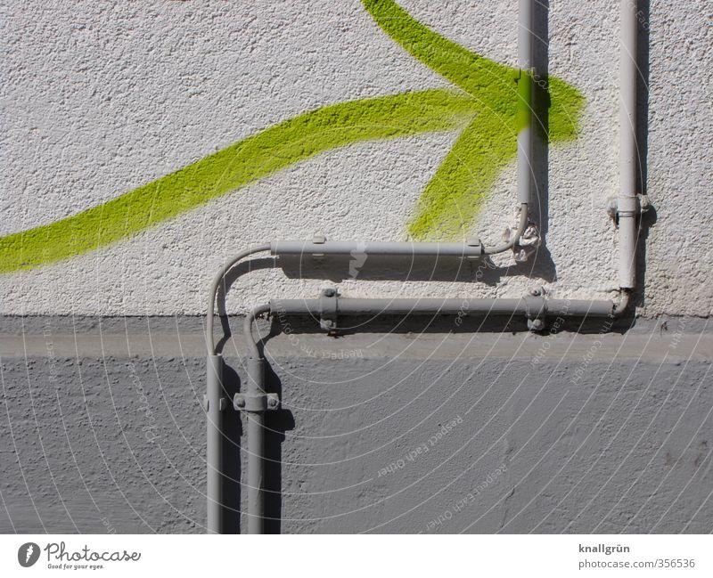 Da geht's lang Mauer Wand Fassade Graffiti Pfeil Stadt grau grün Ordnung Schutz Sicherheit Häusliches Leben neongrün Kabel Kabelführung Leitung Farbfoto