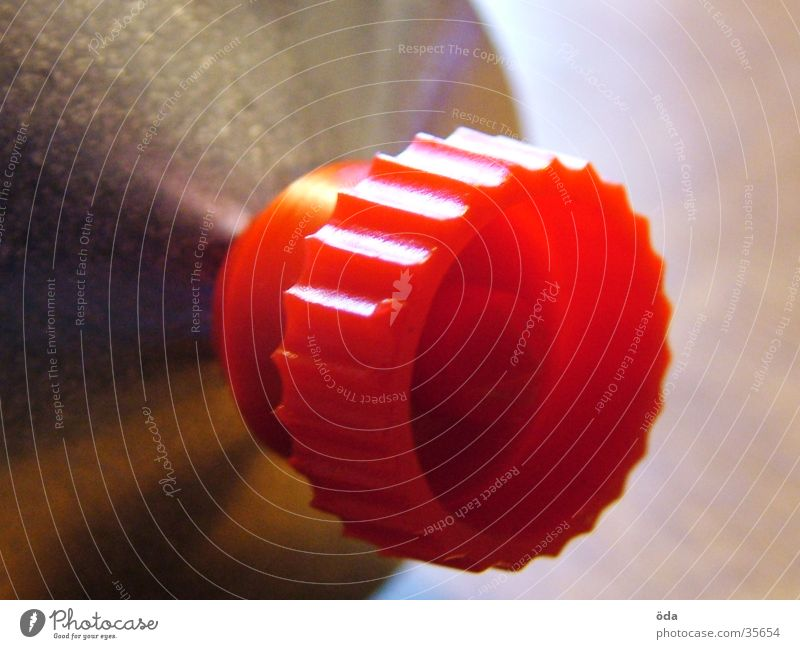 Senftubenverschluss rot obskur Verschluss Gully Farbklex London Underground Makroaufnahme
