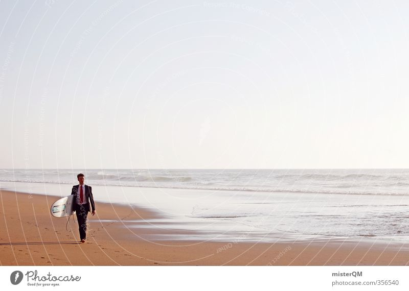 Surfer's Walk I Kunst ästhetisch Zufriedenheit Surfen Surfbrett Surfschule Business Pause Erholung Erholungsgebiet Horizont Meer laufen Portugal Reichtum Anzug