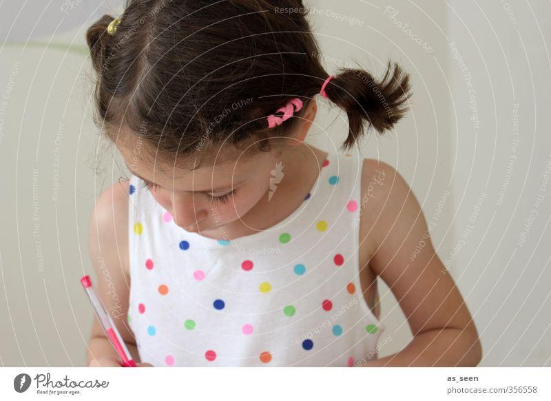 Pünktchen feminin Kind Mädchen Kindheit Kopf Haare & Frisuren Arme 1 Mensch 3-8 Jahre Mode Kleid Accessoire brünett Zopf Schreibstift zeichnen schreiben