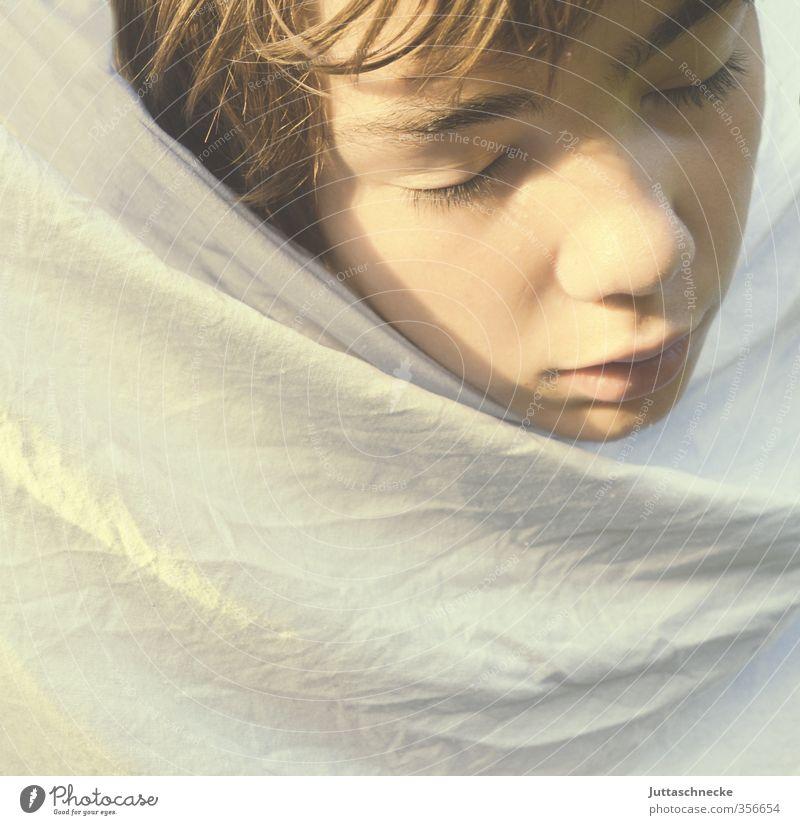 Nein, keine Angst...... Mensch Kind Jugendliche weiß Einsamkeit ruhig Gesicht Junge Kopf träumen maskulin Kindheit 13-18 Jahre schlafen Sicherheit Schutz