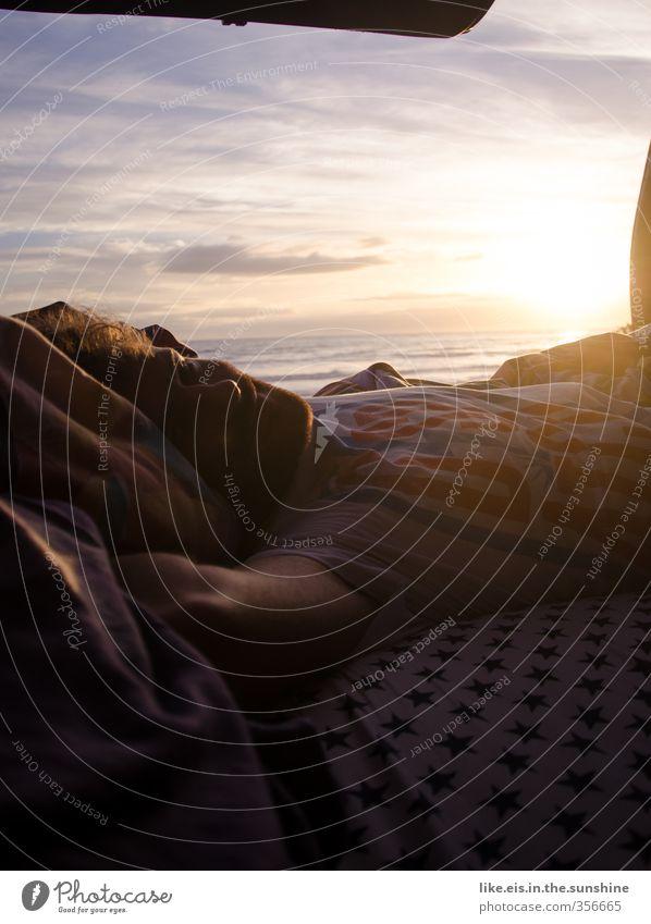 oder lieber ausschlafen? Natur Jugendliche Ferien & Urlaub & Reisen Meer Erholung Strand Ferne Junger Mann Freiheit maskulin Wellen Zufriedenheit Tourismus
