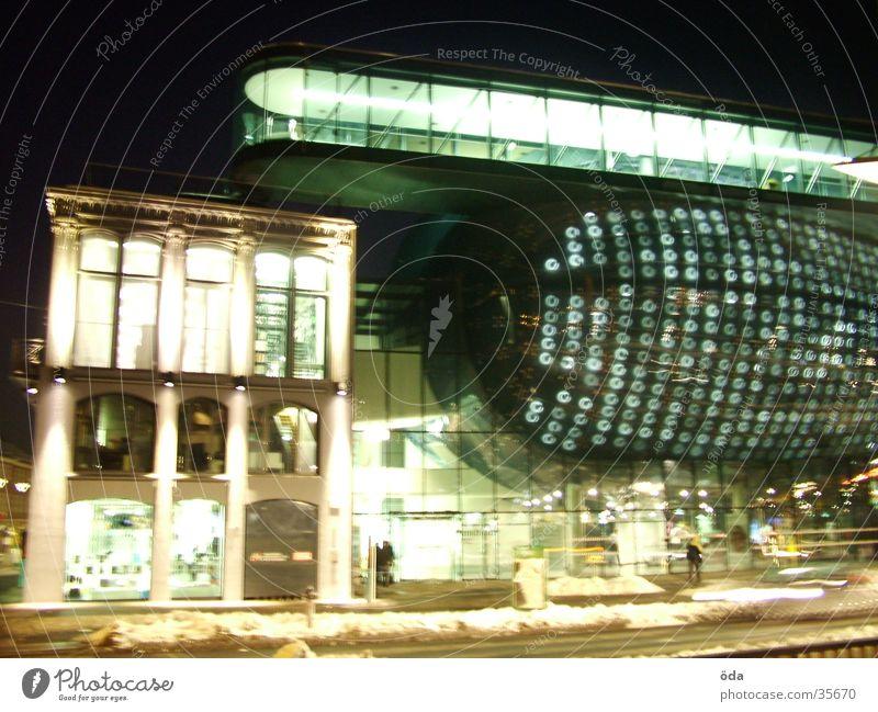 Kunsthaus #2 Graz Langzeitbelichtung Licht Stil Architektur PKW Lampe modern Unschärfe