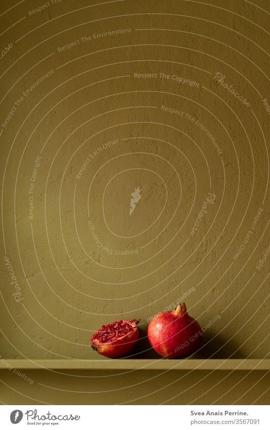 Komplimentär Kontrast Grün Granatapfel wohnen Wohnung Innenaufnahme Innenarchitektur Farbe Farbkombination grün rot Obst Frucht Ernährung Essen Frühstück