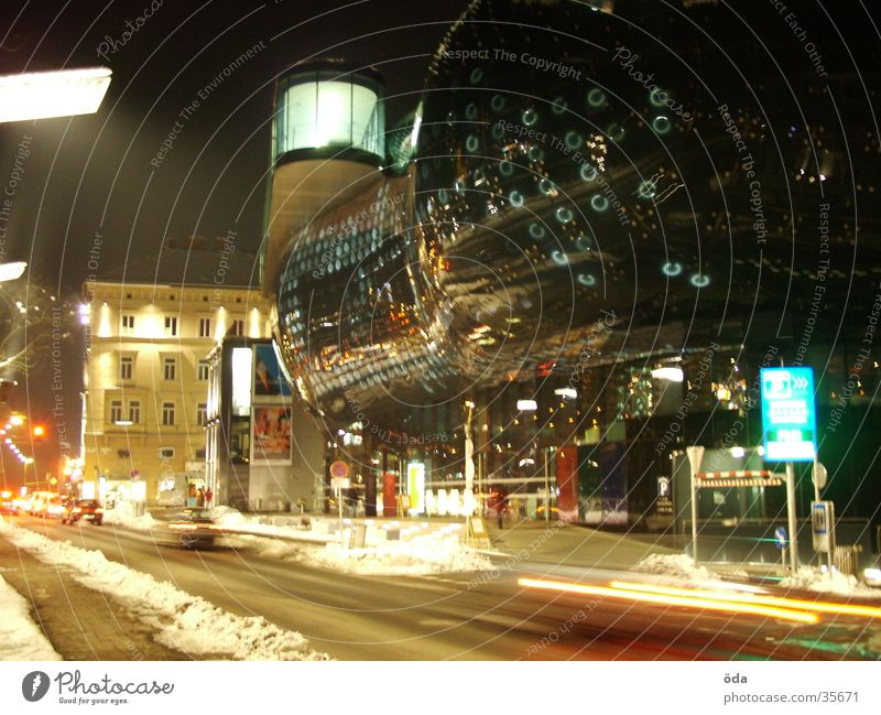 Kunsthaus #1 Graz Langzeitbelichtung Licht Stil Architektur PKW Lampe modern Unschärfe