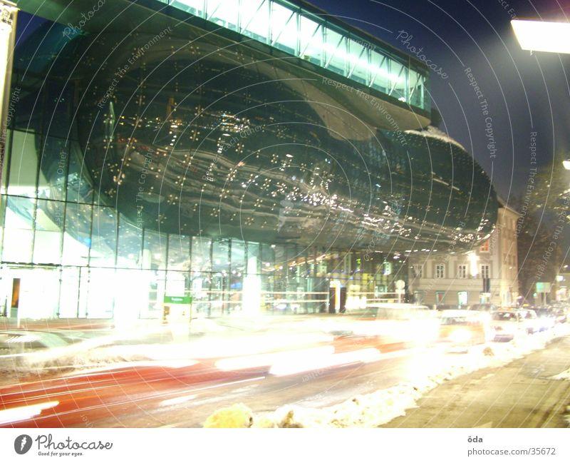 Kunsthaus #5 Graz Langzeitbelichtung Licht Stil Architektur PKW Lampe modern Unschärfe