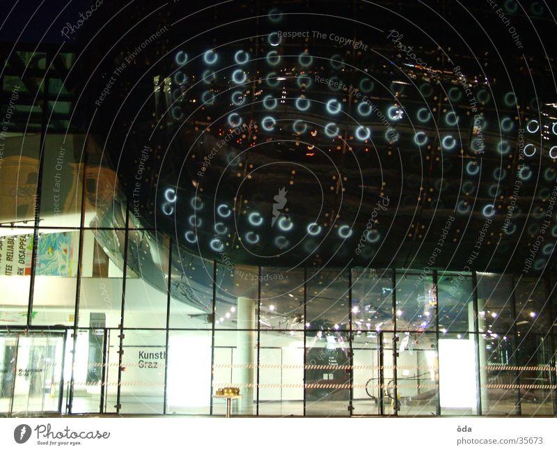 Kunsthaus #4 Graz Langzeitbelichtung Licht Stil Architektur PKW Lampe modern Unschärfe