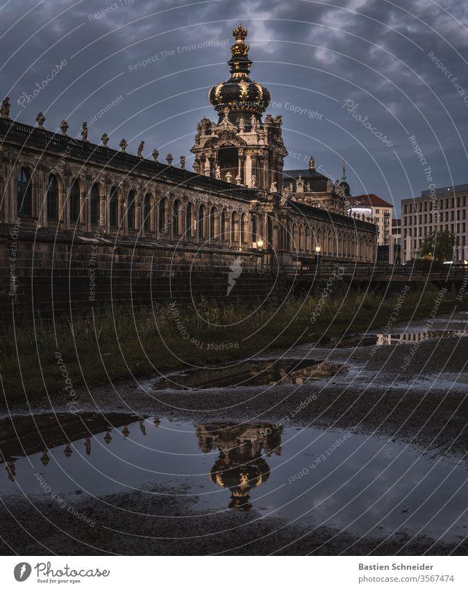 Dresdner Zwinger nach einem starken Regenschauer Altstadt Dresden Sachsen historisch Kultur Stadt Ferien & Urlaub & Reisen Tourismus Brücke Deutschland