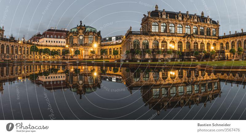 Dresdner Zwinger zur blauen Stunde Dresden Architektur historisch Sachsen Altstadt Stadt antik Barock Klassik Hauptstadt Ferien & Urlaub & Reisen Kultur groß