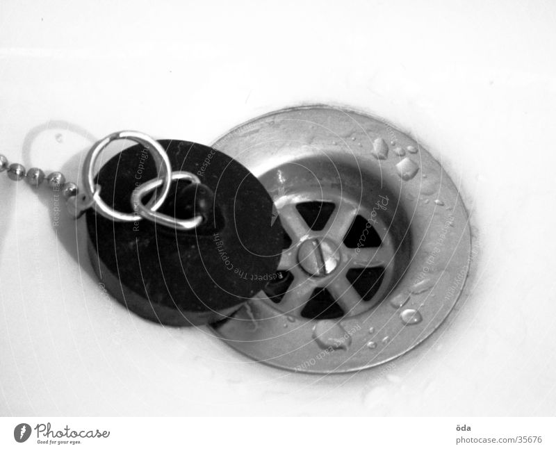 Der Abfluss fließen Waschbecken Gummi Häusliches Leben Wasser Wassertropfen Stöpsel geschlossen Schwarzweißfoto Isolierung (Material)