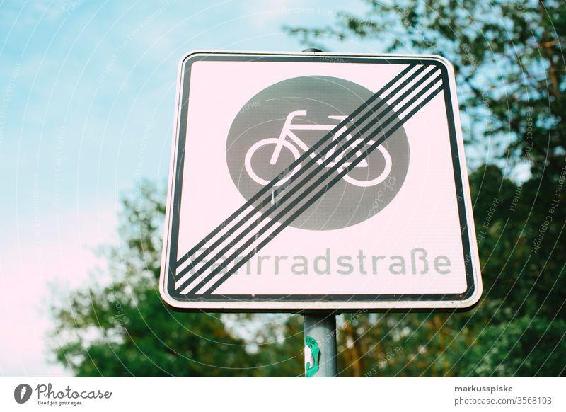 Fahrradstraße Verkehrsschild Fahrradstrasse Schilder & Markierungen Hinweisschild Rad umweltfreundlich emissionsfrei nachhaltig