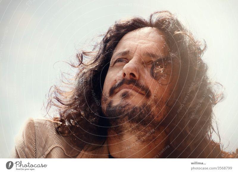 wilde verlockung Mann Locken Bart Porträt Visionär maskulin Mensch wilde Locken langhaarig brünett Zukunft Perspektive Sorge Träume Gesicht Sakko