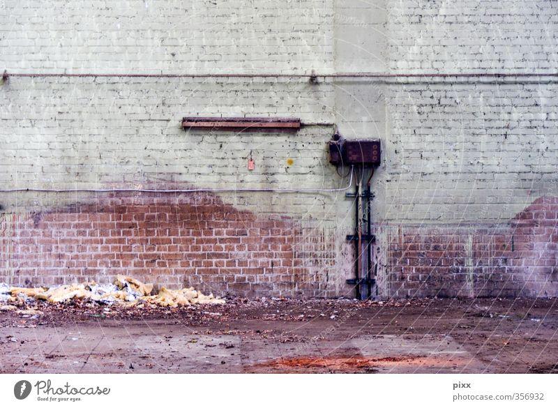 horizontale leere alt Stadt Wand Mauer grau Stein braun Arbeit & Erwerbstätigkeit rosa dreckig Beton Baustelle Umzug (Wohnungswechsel) Fabrik Backstein Röhren