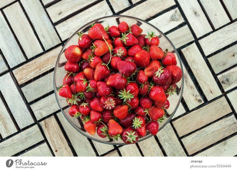 5 kg Erdbeeren in einer Schüssel reif frisch rot Frucht Sommer lecker Vitamin Schalen & Schüsseln Lebensmittel Dessert Gesundheit Draufsicht Erdbeerernte