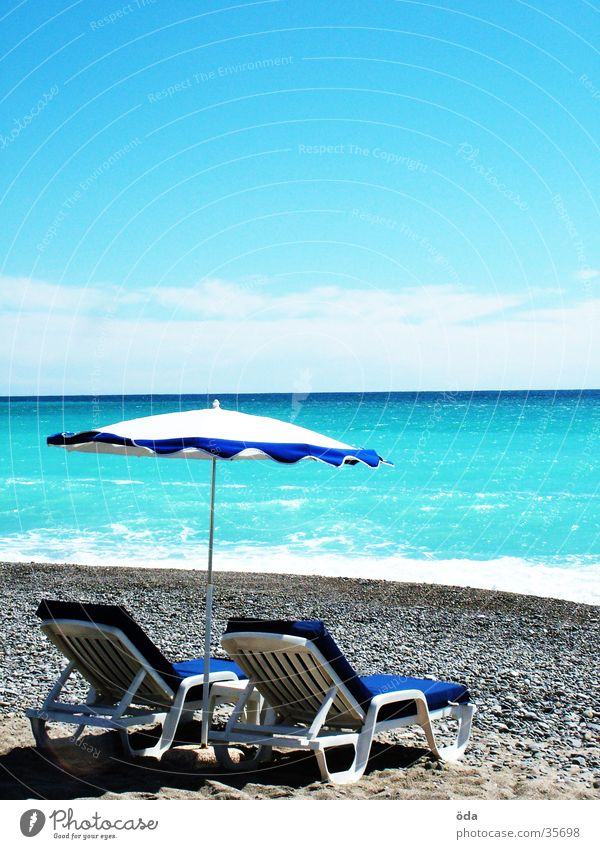 Côt d'Azur Wasser Sonne Meer Strand Ferien & Urlaub & Reisen liegen Frankreich Sonnenschirm Sonnenbad azurblau
