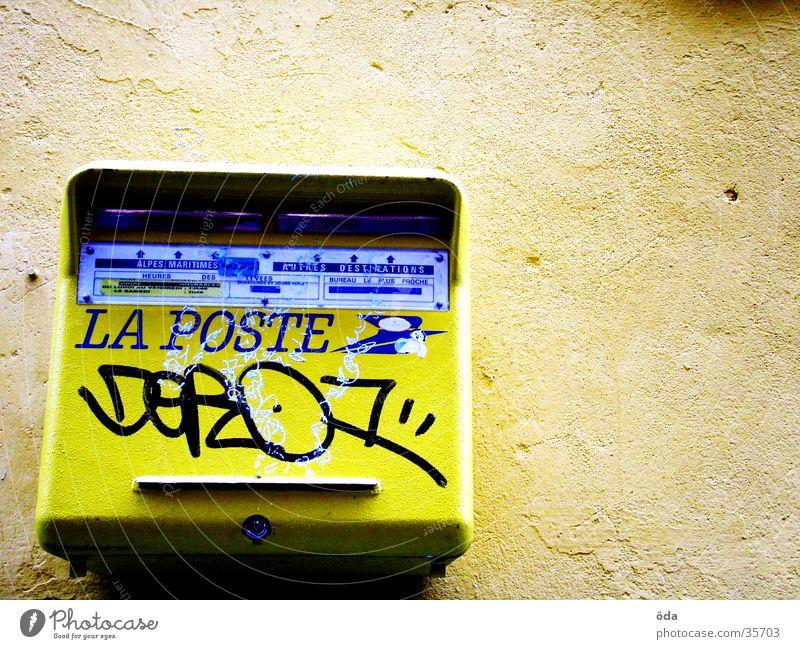 La Poste gelb Graffiti obskur Briefkasten senden