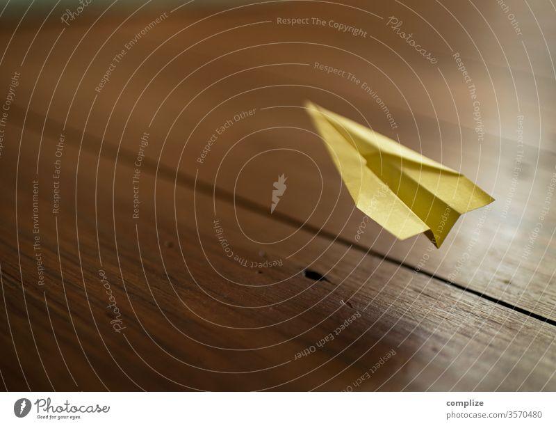 ich bin : urlaubsreif Papierflieger post it wegfliegen Urlaub Ferien & Urlaub & Reisen Pause Meeting Büro office Nachricht errinnerung Basteln Stress Burnout