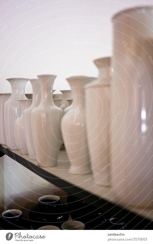 Vasen ausstellung geschirr haushalt keramik porzellan urban vase laden geschäft sortiment form formgestaltung weiß annaburg historisch industrie museum