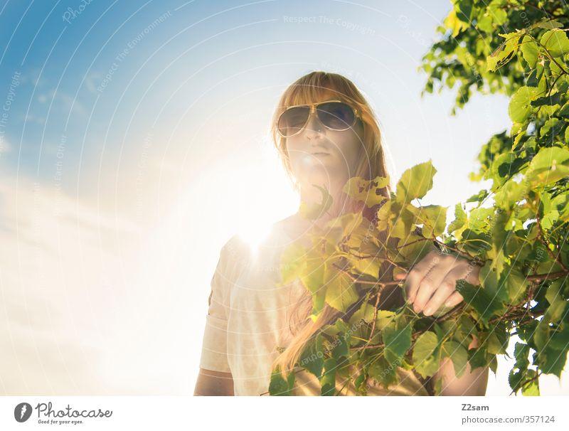 Summerfeeling V Himmel Natur Jugendliche grün schön Sommer Sonne Baum Erholung Landschaft ruhig Junge Frau Erwachsene feminin 18-30 Jahre Denken